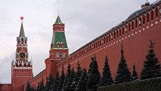 Спасская (слева) и Сенатская башни Московского Кремля. Архивное фото