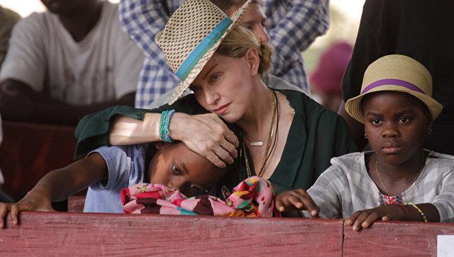 Мадонна подала прошение обусыновлении 2-х детей изАфрики