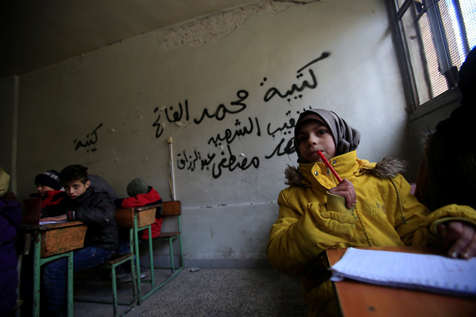 Дети на уроке в городе Алеппо