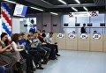 Посетители в центре выдачи паспортов болельщиков Кубка конфедераций FIFA 2017 в Санкт-Петербурге