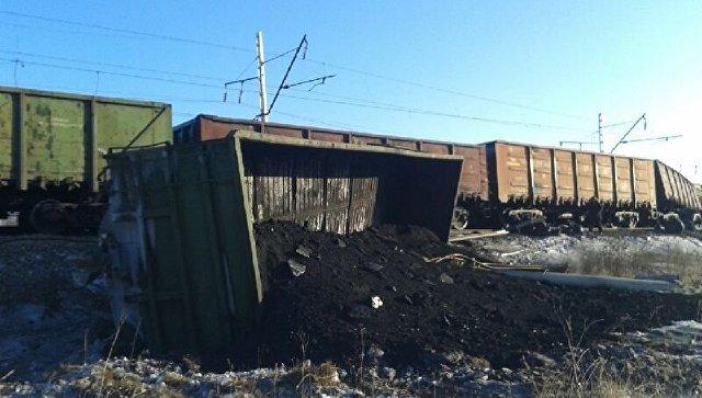 Сход вагонов с углем. Архивное фото
