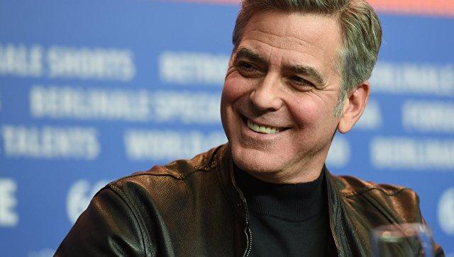 Фонд Клуни выделил миллион долларов для борьбы с «группами ненависти» в США