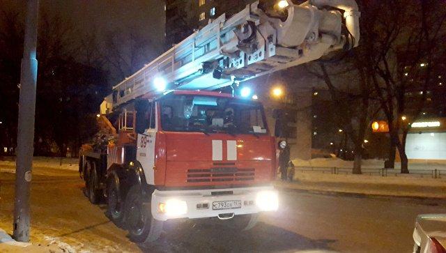 Пожарная техника у жилого дома на юге Москвы. Архивное фото