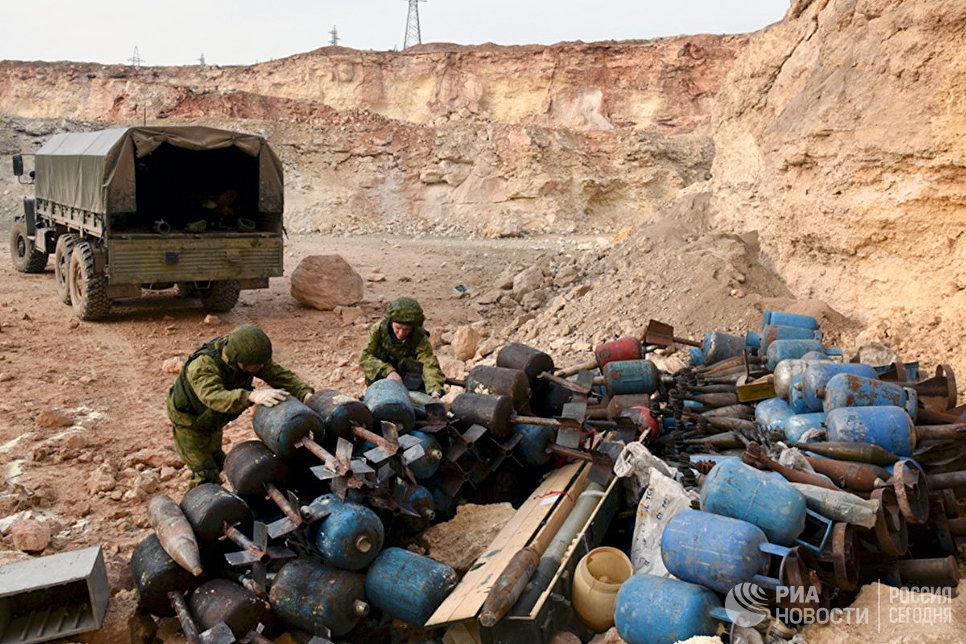 Работа российских военных инженеров Международного противоминного центра ВС РФ по разминированию жилых кварталов сирийского города Алеппо