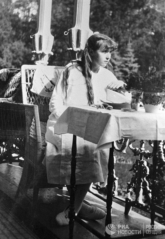 Дочь императора Николая II Анастасия в Царском Селе. Съемка императрицы Александры Федоровны