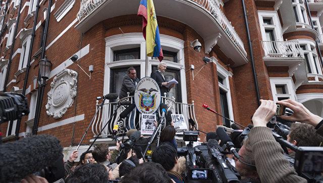 Ассанжа могут попросить покинуть посольство Эквадора встолице Англии