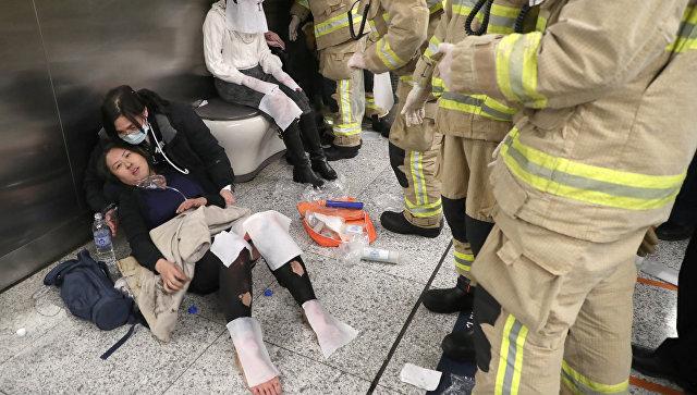 Пассажир пытался зажечь коктейль Молотова вметро Гонконга, есть пострадавшие