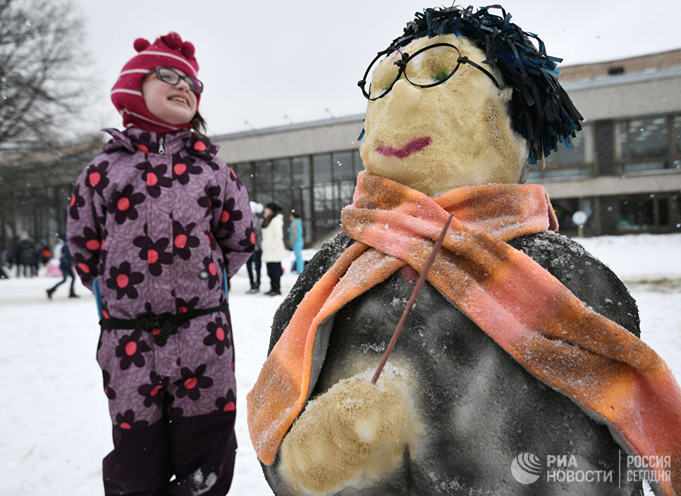 Юный участник на Арт-битве Снеговиков в Московском Дворце пионеров на Воробьевых горах