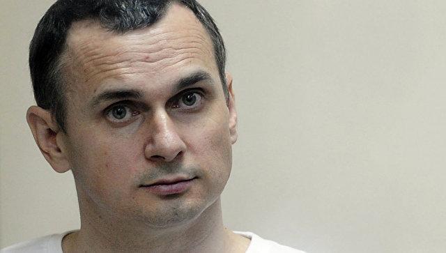 Украинский режиссер Олег Сенцов в зале суда. Архивное фото