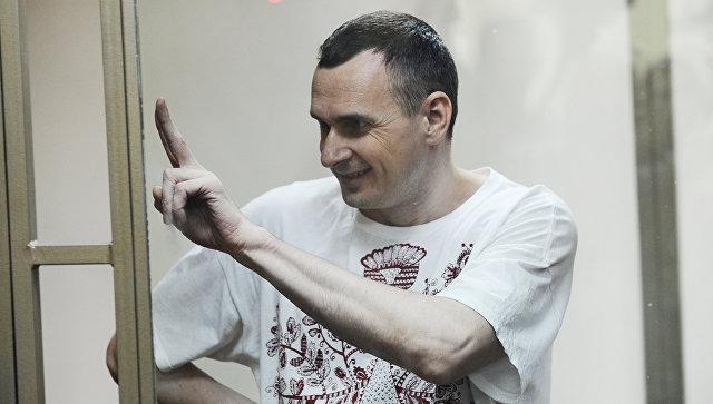 Режиссер Олег Сенцов во время оглашения приговора в Северо-Кавказском окружном военном суде. Архивное фото