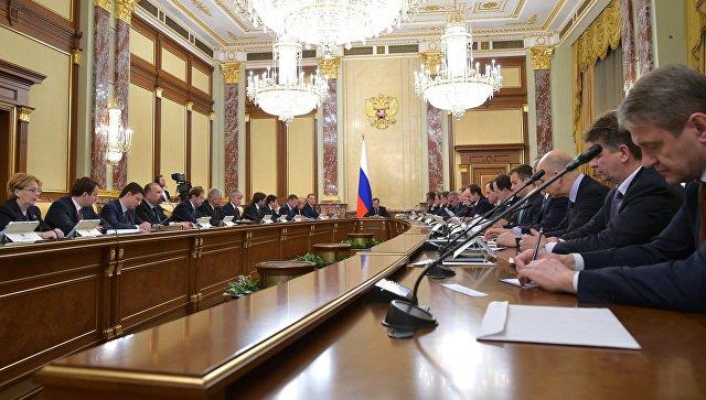 Председатель правительства РФ Дмитрий Медведев проводит совещание с членами кабинета министров РФ. Архивное фото