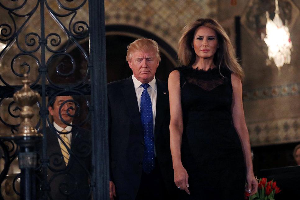 Президент США Дональд Трамп, первая леди Мелания Трамп и премьер-министр Японии Синдзо Абэ
