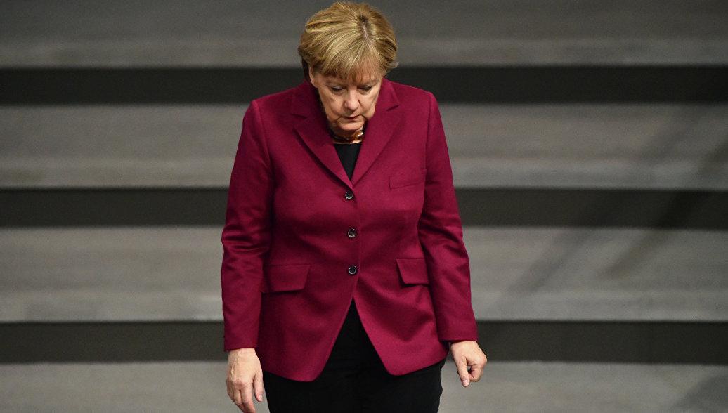 Рейтинг партии Меркель продолжает падение на фоне кризиса с мигрантами