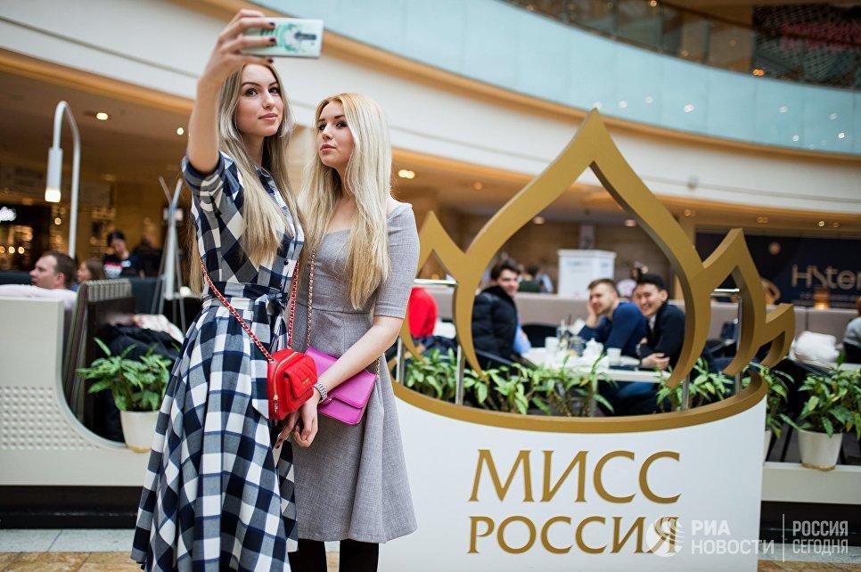 Участницы открытого кастинга национального конкурса Мисс Россия в торговом центре Афимолл Сити в Москве