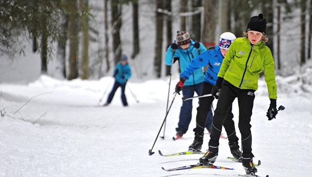 Дети на лыжах. Архивное фото