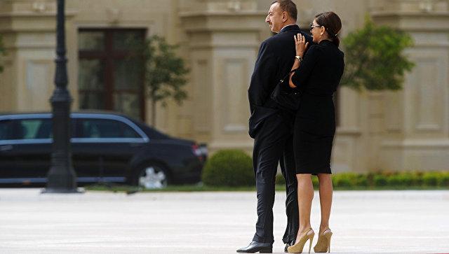 Президент Азербайджана Ильхам Алиев с супругой Мехрибан. Архивное фото