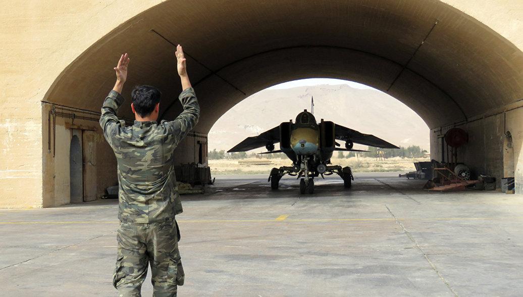Клинтон призвала США разрушить военно-воздушные силы в Сирии