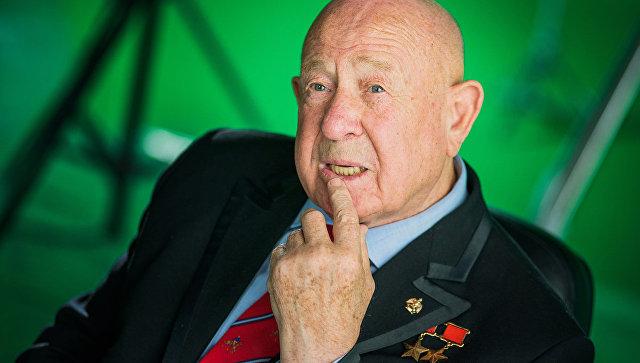 Герой-космонавт Алексей Леонов первым посмотрел фильм «Время первых»