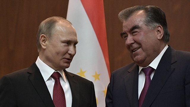 Президент РФ Владимир Путин и президент Республики Таджикистан Эмомали Рахмон. Архивное фото