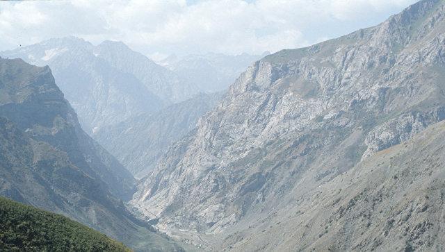 Отрезанные лавинами районы Таджикистана получат от РФ муку икрупы