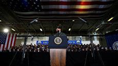 Дональд Трамп выступает перед моряками на борту авианосца Джеральд Форд, 2 марта 2017