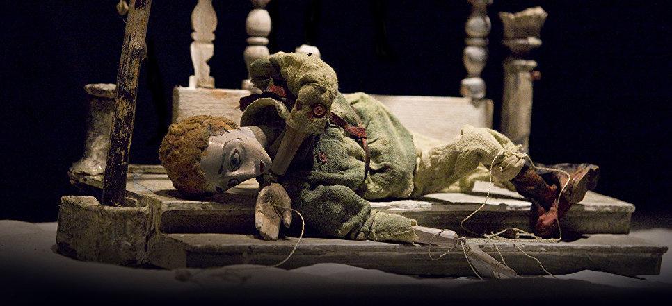 Спектакль Сталинград Театра марионеток Резо Габриадзе