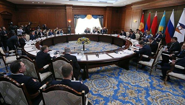 Председатель правительства РФ Дмитрий Медведев на заседании Евразийского межправительственного совета в узком составе. 7 марта 2017