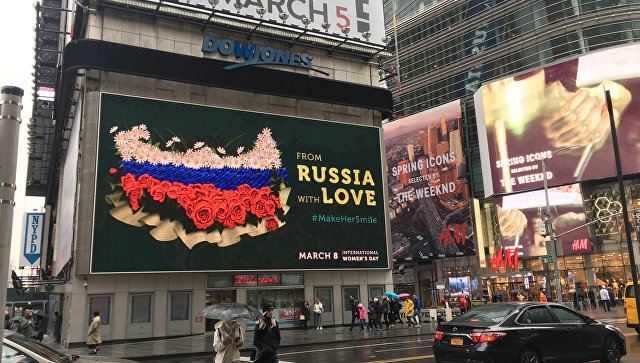 Волонтеры вНью-Йорке поздравили женщин по русским традициям