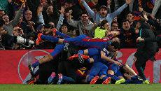 Игроки Барселоны после победы над французским клубом Пари Сен-Жермен в 1/8 финала Лиги чемпионов