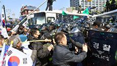 Столкновения в Сеуле после объявления импичмента президенту Южной Кореи Пак Кын Хе, 10 марта 2017