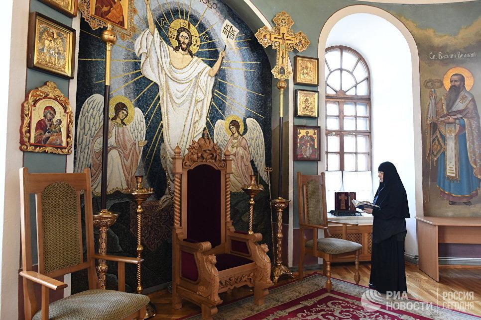 Алтарная часть Свято-Никольского собора Свято-Никольского Черноостровского женского монастыря в Малоярославце Калужской области