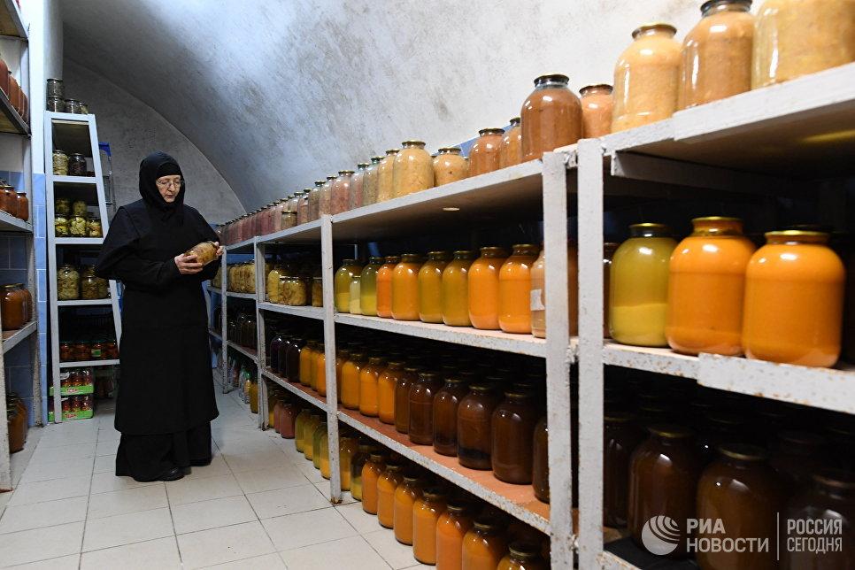 Продовольственные запасы в Свято-Никольском Черноостровском женском монастыре в городе Малоярославце Калужской области