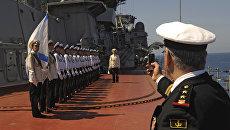 Матросы тяжелого атомного ракетного крейсера Петр Великий на церемонии встречи официальной делегации в порту сирийского города Тартус. Архивное фото