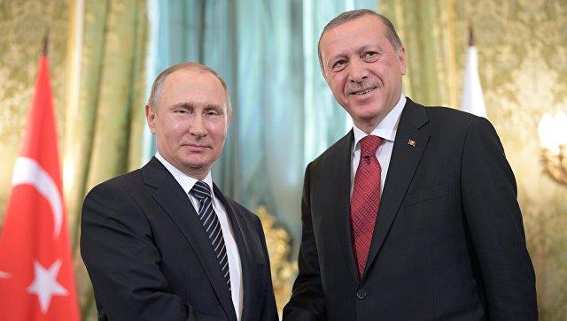 Президент РФ Владимир Путин и президент Турции Реджеп Тайип Эрдоган во время встречи перед началом шестого заседания Совета сотрудничества высшего уровня между РФ и Турцией
