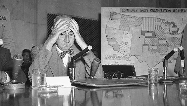 Сенатор Джозеф Маккарти в Вашингтоне. 1954 год. Архивное фото