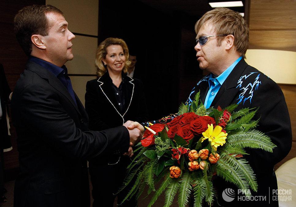 Дмитрий Медведев с супругой Светланой посетили концерт Элтона Джона, 12 декабря 2010