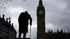 Памятник Уинстону Черчиллю у здания Парламента в Лондоне. Архивное фото