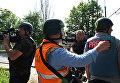 Журналисты недалеко от места вооруженного столкновения в Донецке