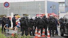 Полиция в южном терминале парижского аэропорта Орли, 18 марта 2017