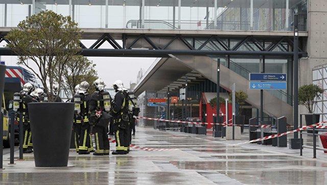 Ситуация на месте нападения на военный патруль в аэропорту Орли, Париж, 18 марта 2017
