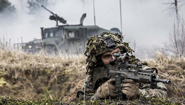 Военнослужащий войск НАТО во время учений в Латвии. Архивное фото