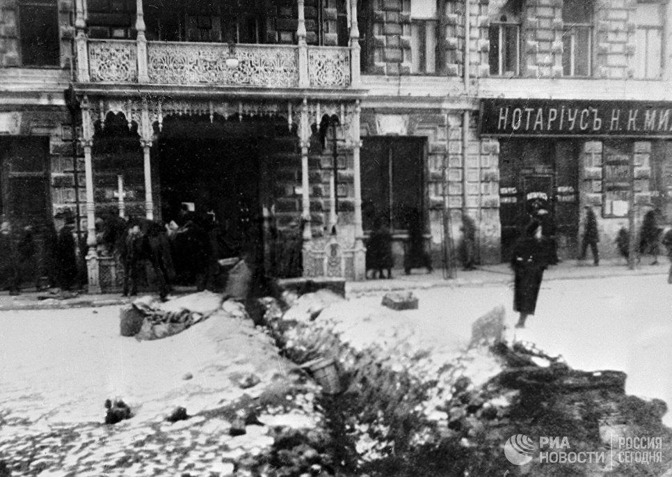 Окопы на Вознесенской площади в Москве