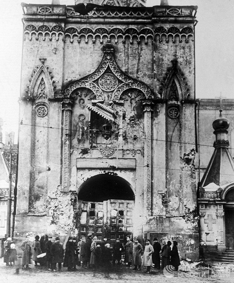 Никольские ворота Московского Кремля. 1917 год