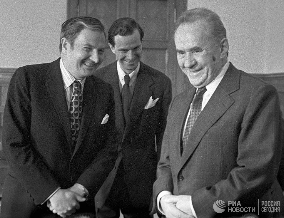 Председатель Совета Министров СССР Алексей Косыгин принимает в Кремле американского банкира и общественного деятеля Дэвида Рокфеллера