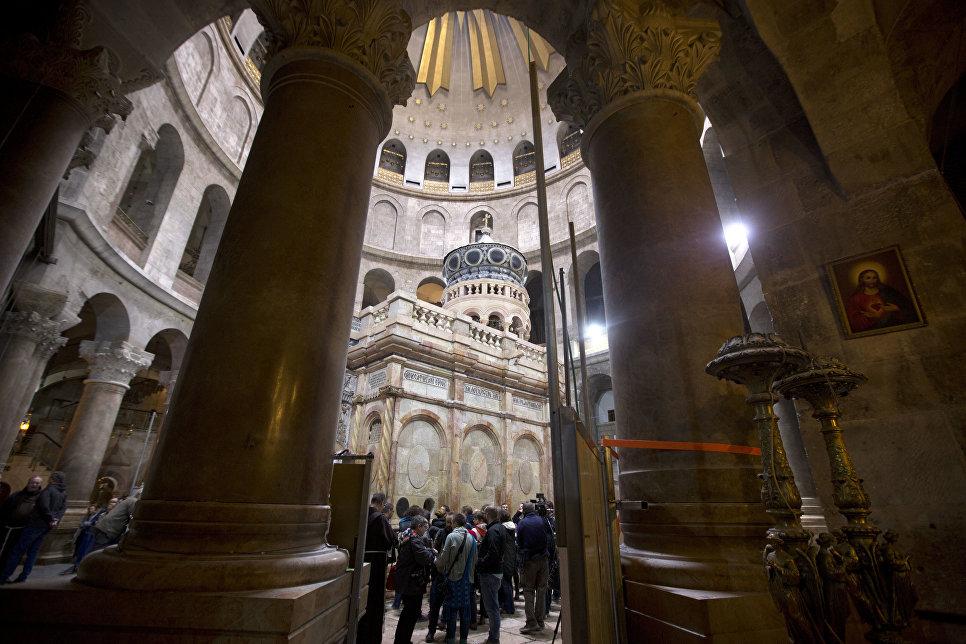 Отреставрированная Кувуклия в храме Гроба Господня в Иерусалиме
