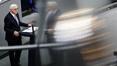 Новый президент Германии Франк-Вальтер Штайнмайер выступает в бундестаге после принятия присяги. 22 марта 2017
