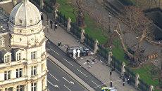 Теракт в Лондоне: эвакуация людей и исследование машины преступника