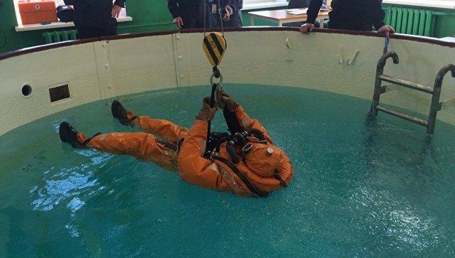 Новое спасательное снаряжение подводника испытают до конца года