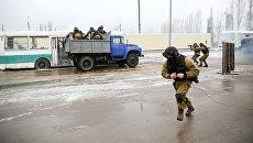 Бойцы СОБР Вектор управления Росгвардии по Волгоградской области во время тактико-специальных учений