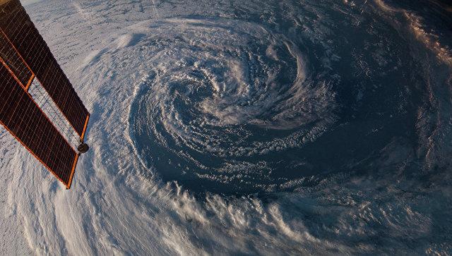 Тропический шторм Дебби достиг северо-восточного побережья Австралии